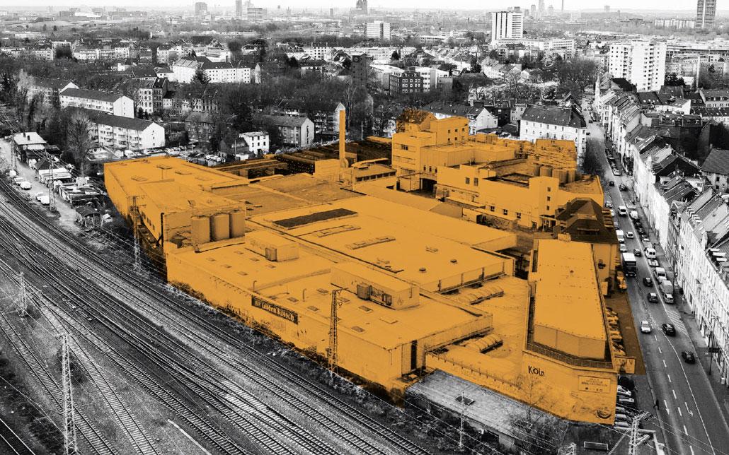 Ein Gelände gelb markiert auf einem schwarzweißen Foto